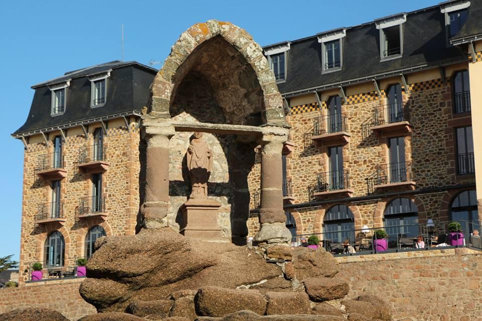 """Hotelul """" Castel Beau Site """""""