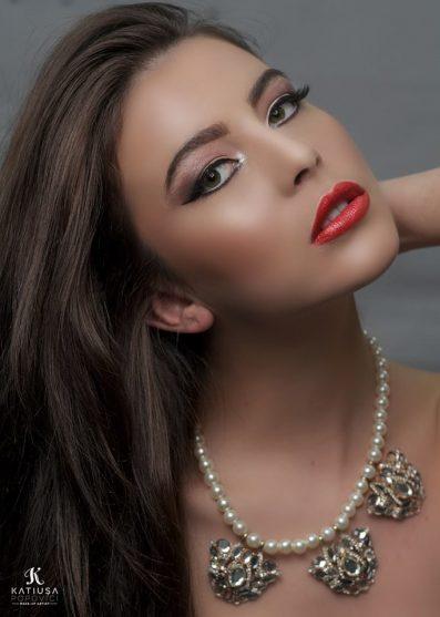 5 trucuri pentru un makeup de sărbători sclipitor