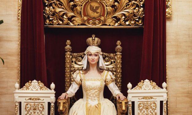 Fii o Regina, fii o valoare, fii o femeie care nu moare niciodata!