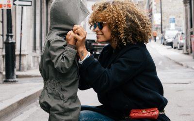Nu face din copilul tau instrumentul pentru propria fericire! Respecta-i libertatea si intimitatea!